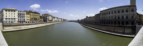 Vista panoramica del fiume di Arno dal Ponte di Mezzo, Pisa fotografia stock libera da diritti