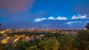 Vista panoramica del giorno concentrare storico al timelapse di notte di Roma, Italia video d archivio