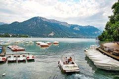 Vista panoramica del lago Annecy in Francia Fotografia Stock