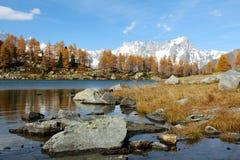 Vista panoramica del lago Arpy in autunno Immagini Stock