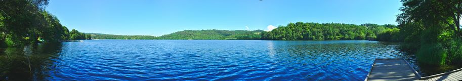 Vista panoramica del lago Aydat immagine stock