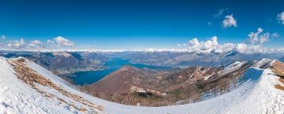 Vista panoramica del lago Como e delle montagne circostanti come franco visto fotografie stock libere da diritti