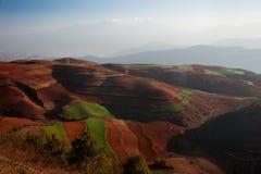 Vista panoramica del paesaggio cinese di agricoltura con le montagne e le colline Fotografie Stock Libere da Diritti