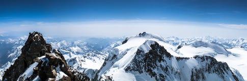 Vista panoramica del paesaggio della montagna da Dufourspitze a Signalkuppe nelle alpi svizzere vicino a Zermatt Fotografia Stock Libera da Diritti