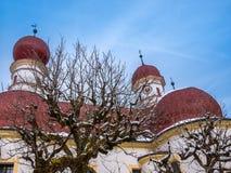 Vista panoramica del paesaggio di paesaggio scenico della montagna con la stagione della neve di inverno di St Bartholomew della  Immagine Stock Libera da Diritti
