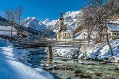 Vista panoramica del paesaggio scenico di inverno nelle alpi bavaresi w Fotografia Stock