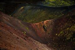 Vista panoramica del parco nazionale di Etna di paesaggio vulcanico con il cratere, Catania, Sicilia Fotografie Stock Libere da Diritti