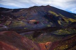 Vista panoramica del parco nazionale di Etna di paesaggio vulcanico con il cratere, Catania, Sicilia Immagini Stock Libere da Diritti