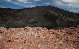 Vista panoramica del parco nazionale di Etna di paesaggio vulcanico con il cratere, Catania, Sicilia Fotografie Stock