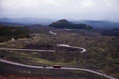 Vista panoramica del parco nazionale di Etna di paesaggio vulcanico con il cratere, Catania, Sicilia Immagine Stock Libera da Diritti