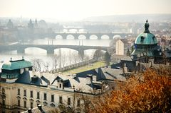 Vista panoramica del ponte di Charles sulla Moldava, Praga fotografie stock