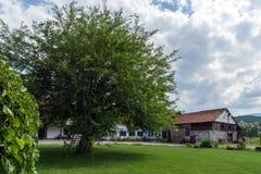 Vista panoramica del presupposto medievale del monastero di Sukovo di vergine Maria Fotografia Stock Libera da Diritti