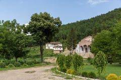 Vista panoramica del presupposto medievale del monastero di Sukovo di vergine Maria Immagini Stock