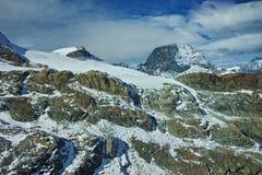 Vista panoramica del supporto il Cervino coperta di nuvole, alpi, Svizzera Fotografia Stock