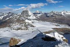 Vista panoramica del supporto il Cervino coperta di nuvole, alpi, Svizzera Immagini Stock
