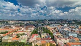 Vista panoramica del timelapse dalla cima del memoriale di Vitkov, repubblica Ceca di Praga stock footage