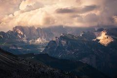 Vista panoramica del tramonto della montagna Immagini Stock Libere da Diritti