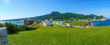 Vista panoramica del villaggio di Perce fotografia stock libera da diritti