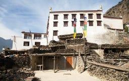 Vista panoramica del villaggio e del monastero di Marpha fotografia stock libera da diritti