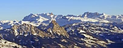 Vista panoramica dell'alpe svizzera Immagini Stock