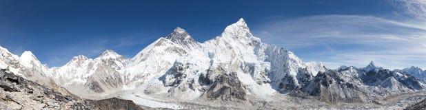 Vista panoramica dell'Everest con il bello cielo Fotografie Stock Libere da Diritti