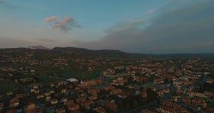Vista panoramica dell'orizzonte aereo di tempo di tramonto di Venezia (Venezia) a Veneto Italia archivi video
