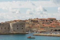 Vista panoramica della baia e di Città Vecchia di Ragusa, Croazia Fotografia Stock