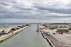 Vista panoramica della bocca del fiume di Pescara fotografie stock libere da diritti