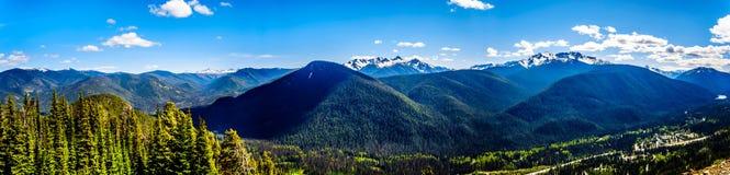 Vista panoramica della catena montuosa della cascata BC nel Canada Immagini Stock
