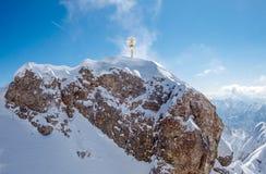 Vista panoramica della catena montuosa delle alpi a Zugspitze Immagini Stock