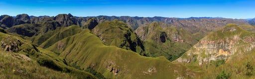 Vista panoramica della cattedrale di Cerro, di Codo de los le Ande & del x28; Gomito del Andes& x29; , Samaipata, Sucre, Bolivia fotografie stock