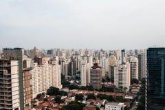 Vista panoramica della città da un edificio alto Fotografie Stock Libere da Diritti