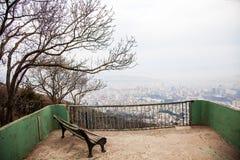 Vista panoramica della città dal parco di Mtatsminda a Tbilisi, Georgia, gennaio fotografia stock