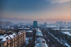 Vista panoramica della città di Almaty nel Kazakistan Febbraio 2017 Fotografie Stock
