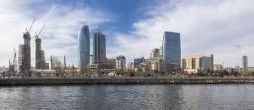 Vista panoramica della città di Bacu dalla baia del mare Repubblica di Azerbaijan fotografie stock