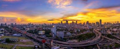 Vista panoramica della città di Bangkok con la superstrada Fotografia Stock Libera da Diritti