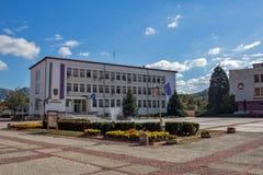 Vista panoramica della città di Etropole, Sofia Province, Bulgaria immagine stock