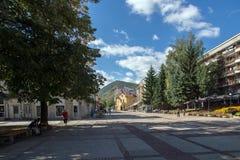 Vista panoramica della città di Etropole, Sofia Province, Bulgaria fotografie stock libere da diritti