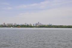 Vista panoramica della città di Hangzhou dal lago ad ovest famoso immagini stock