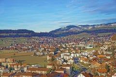 Vista panoramica della città e delle montagne di Thun Fotografia Stock