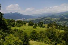 Vista panoramica della città nelle colline pedemontana Immagini Stock