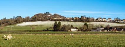 Vista panoramica della collina di Wotton da Wotton nell'ambito del bordo, Gloucestershire, Cotswolds fotografia stock libera da diritti