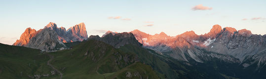 Vista panoramica della cresta delle montagne di Marmolada Immagine Stock