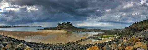 Vista panoramica della linea costiera della Bretagna fotografie stock