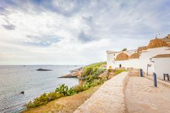 Vista panoramica della linea costiera scenica dell'isola di Ibiza immagini stock