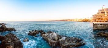 Vista panoramica della linea costiera in Vina del Mar, Cile Immagini Stock