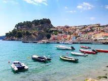 Vista panoramica della località di soggiorno greca del mare di Parga al mare ionico, Grecia immagine stock libera da diritti