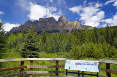 Vista panoramica della montagna del castello Fotografie Stock