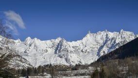 Vista panoramica della montagna delle alpi di inverno - ` Aosta di Valle d Immagini Stock Libere da Diritti