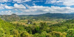Vista panoramica della montagna e della foresta nella provincia di Nan, Tailandia Fotografie Stock